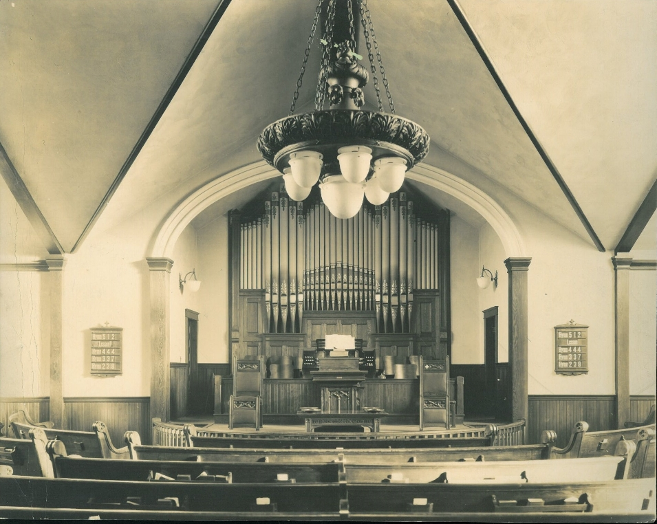Interior-of-Grace-Methodist-Church-c.-1921.jpg