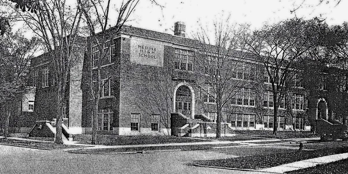 Medina High School Bldg 1920 2.jpg