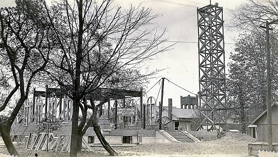 Masonic Temple under construction 1924.jpg