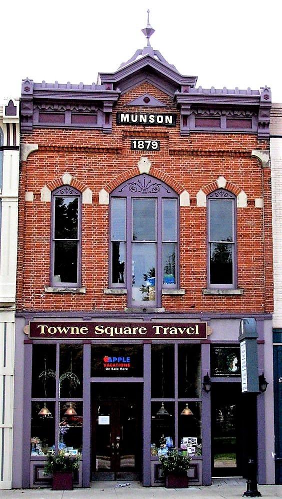 Towne Square Travel Photo.jpg