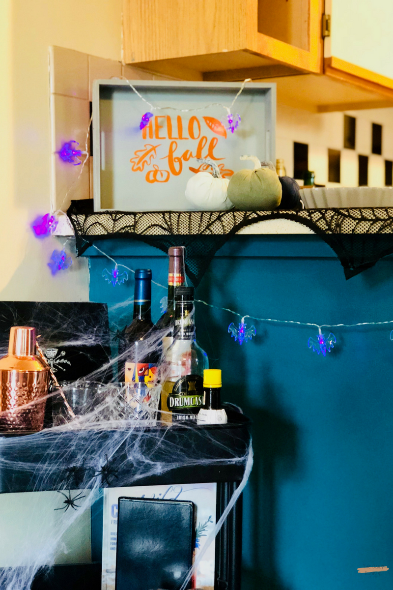 The-Daily-Bubbly-Chic-Ideas-for-Decorating-for-Halloween-Do-It-Yourself-Painted-Pumpkins-4.png