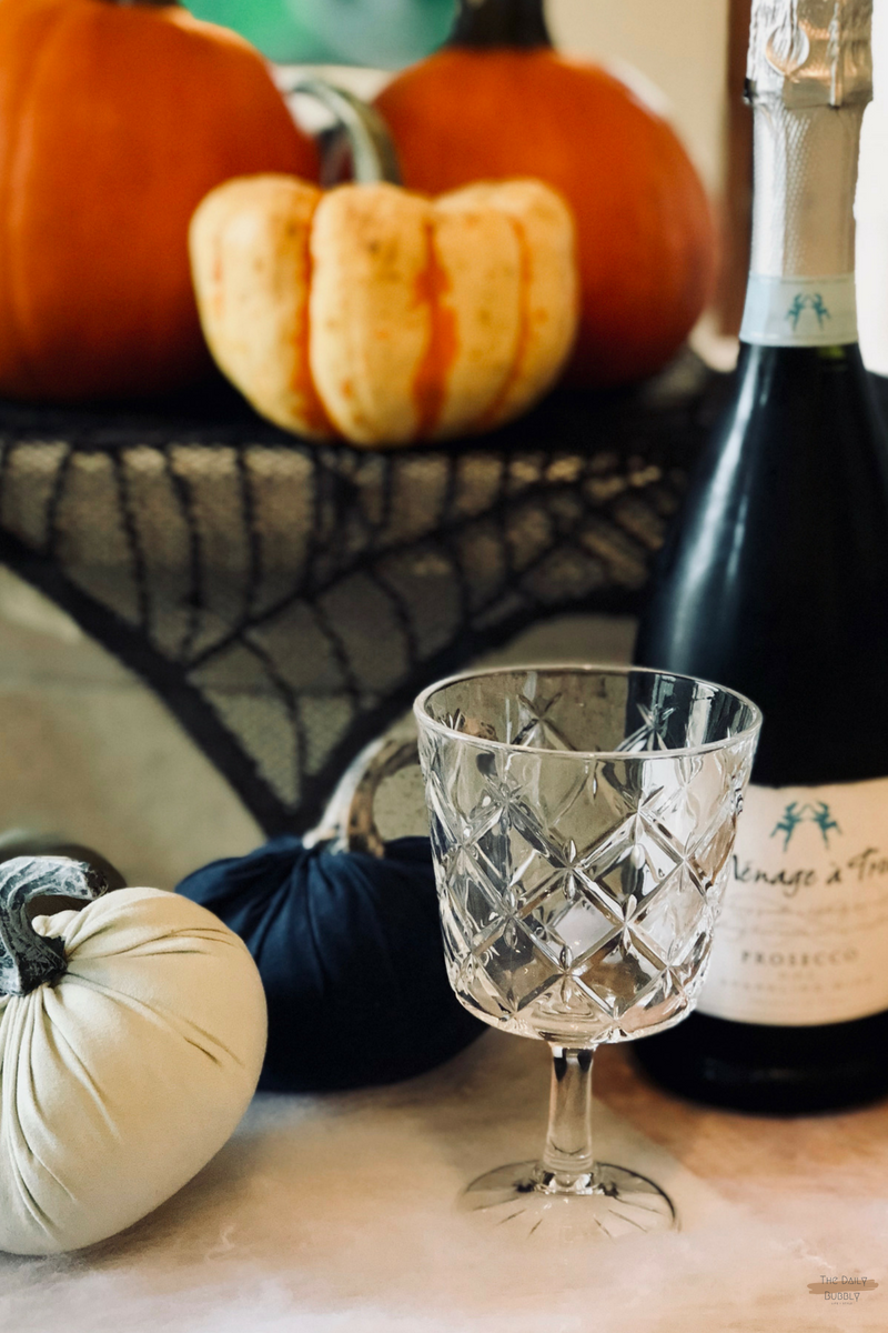 The-Daily-Bubbly-Chic-Ideas-for-Decorating-for-Halloween-Do-It-Yourself-Painted-Pumpkins-13.png