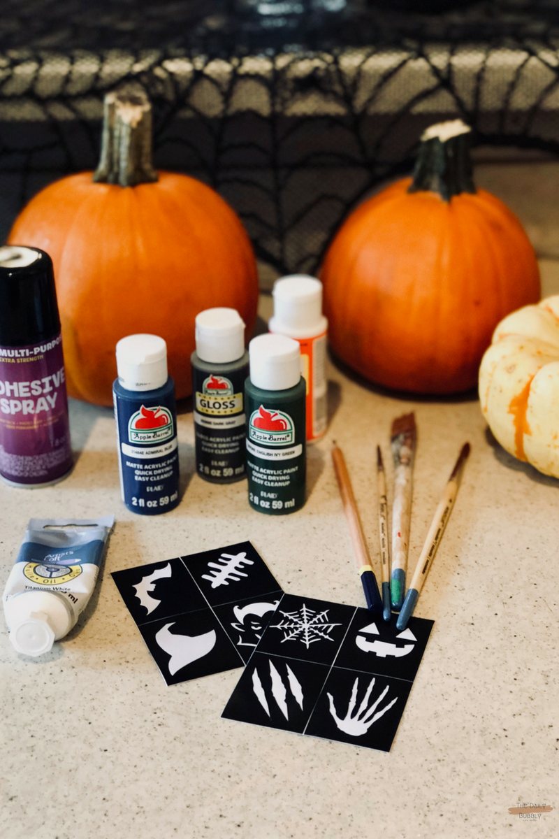 The-Daily-Bubbly-Chic-Ideas-for-Decorating-for-Halloween-Do-It-Yourself-Painted-Pumpkins-14.png