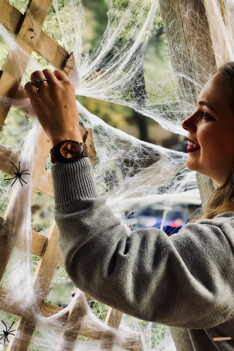 The-Daily-Bubbly-Chic-Ideas-for-Decorating-for-Halloween-Do-It-Yourself-Painted-Pumpkins-8.png