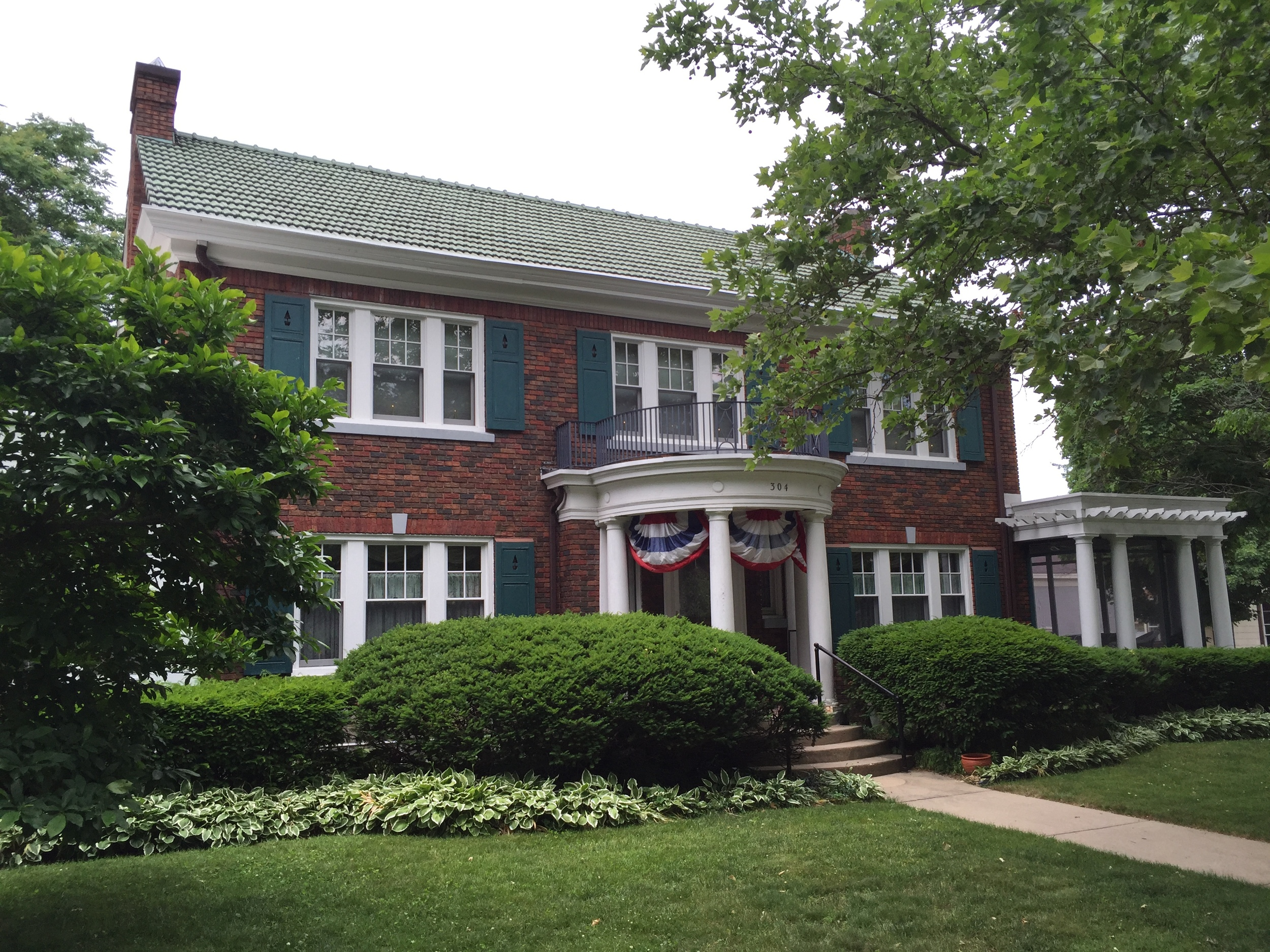 Georgian Colonial, Mott House, 304 State Street, 1925, by Toledo architect Harry Wachter    Click here for an essay about this home by Nicole Morley