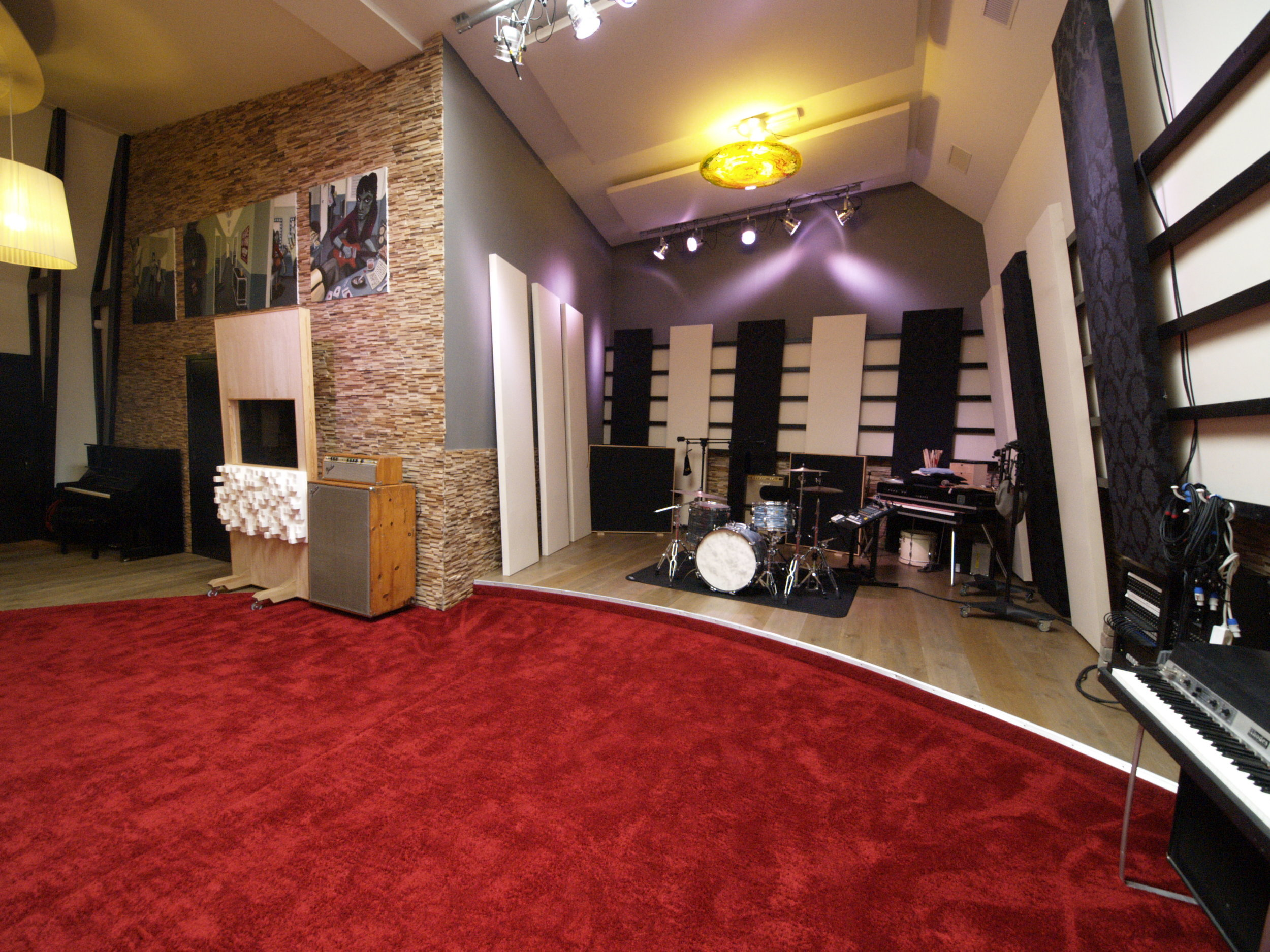 Welcome - Established in 2009 in Rijen, The Netherlands, this state-of-the-art recording studio is characterised by stunning acoustics and a wide range of high-end equipment.We believe that a pleasant working environment helps musicians reach their peak performance; which is why atmosphere is of paramount importance to us.