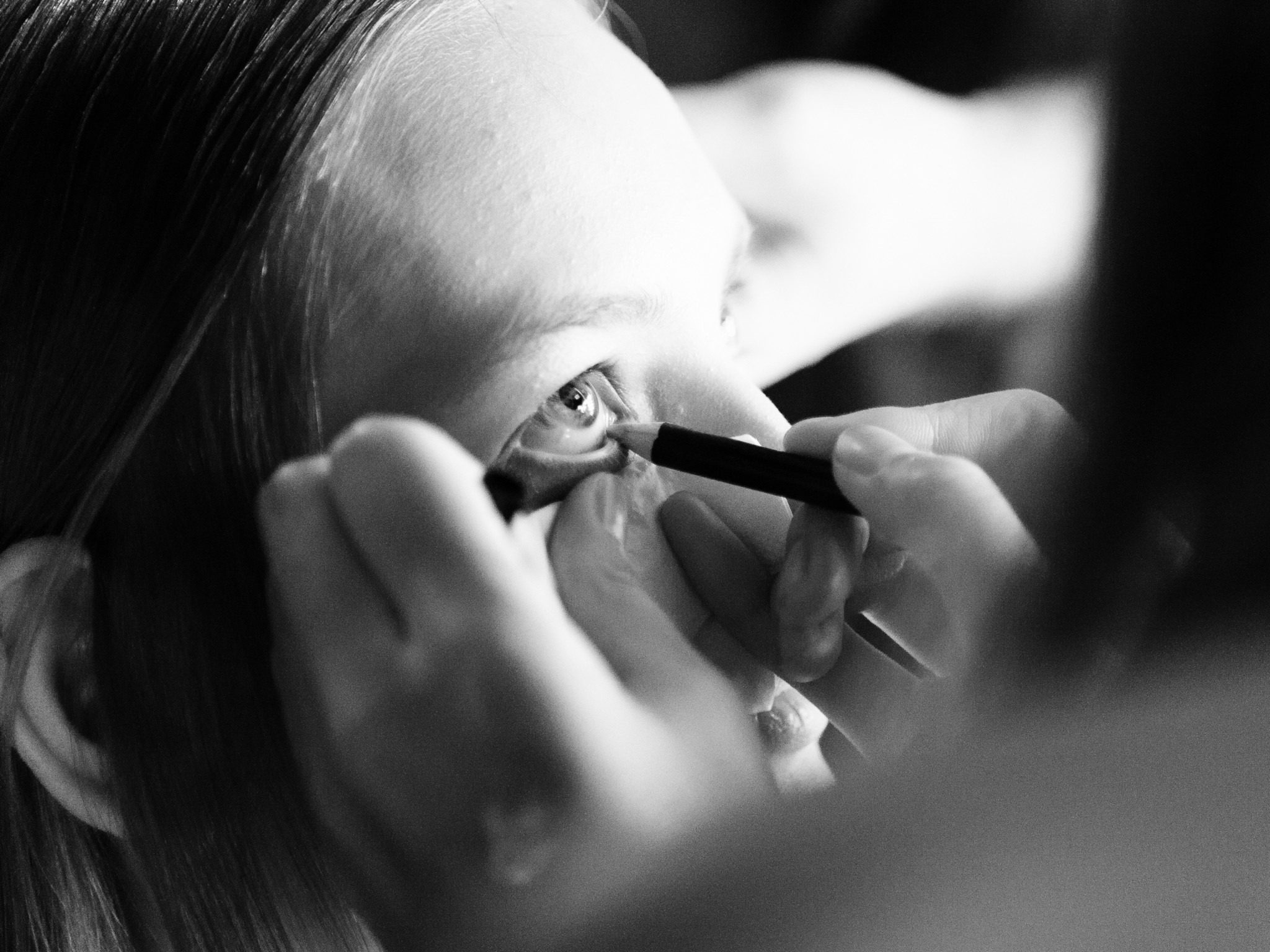 London Fashion Week LFW Runway Show Photography Photograph How to Model Walking Catwalk Youtube Video Guide Tutorial Backstage Eye Makeup Make Up