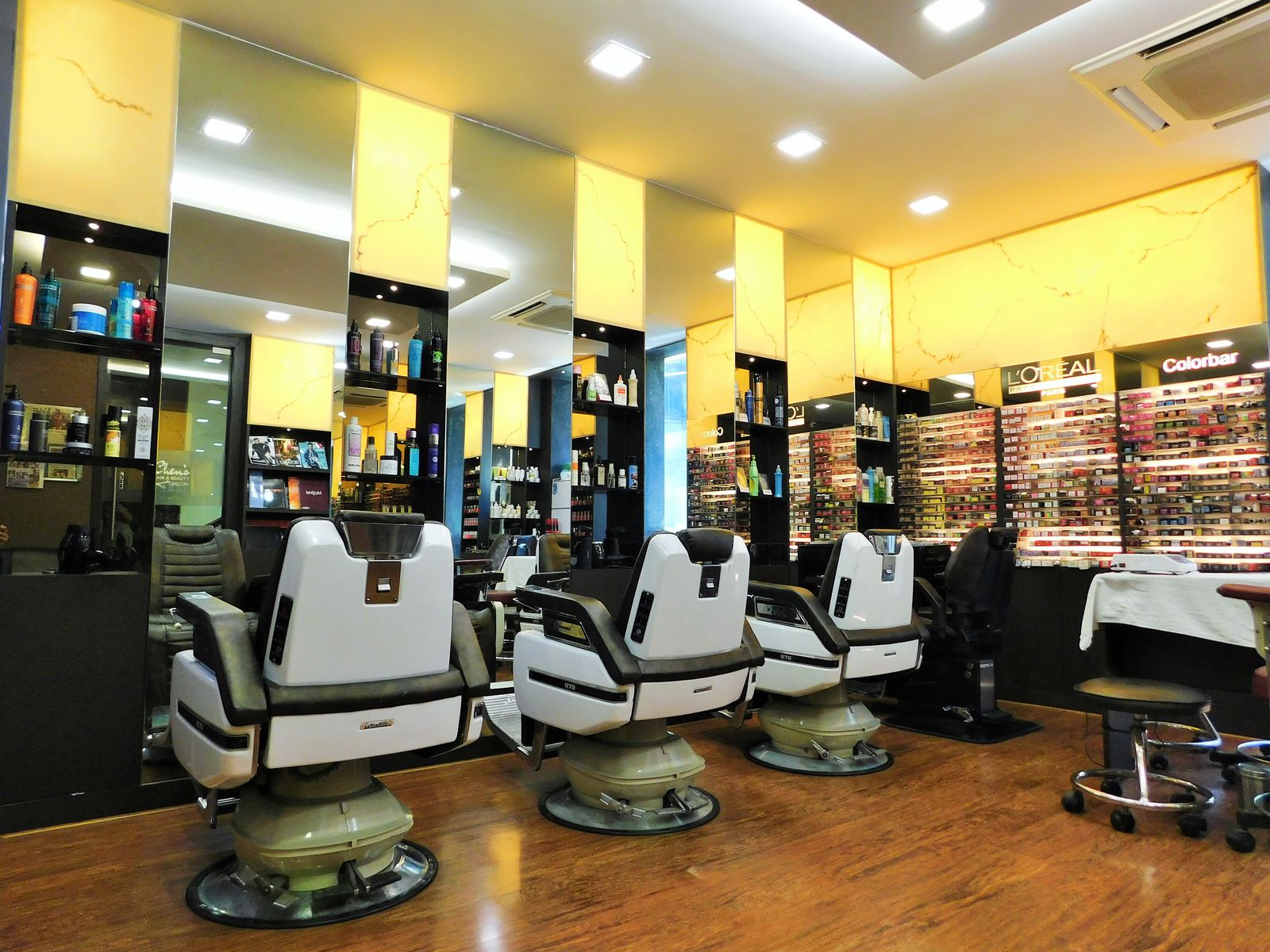 Chen's hair and beauty salon, Colaba