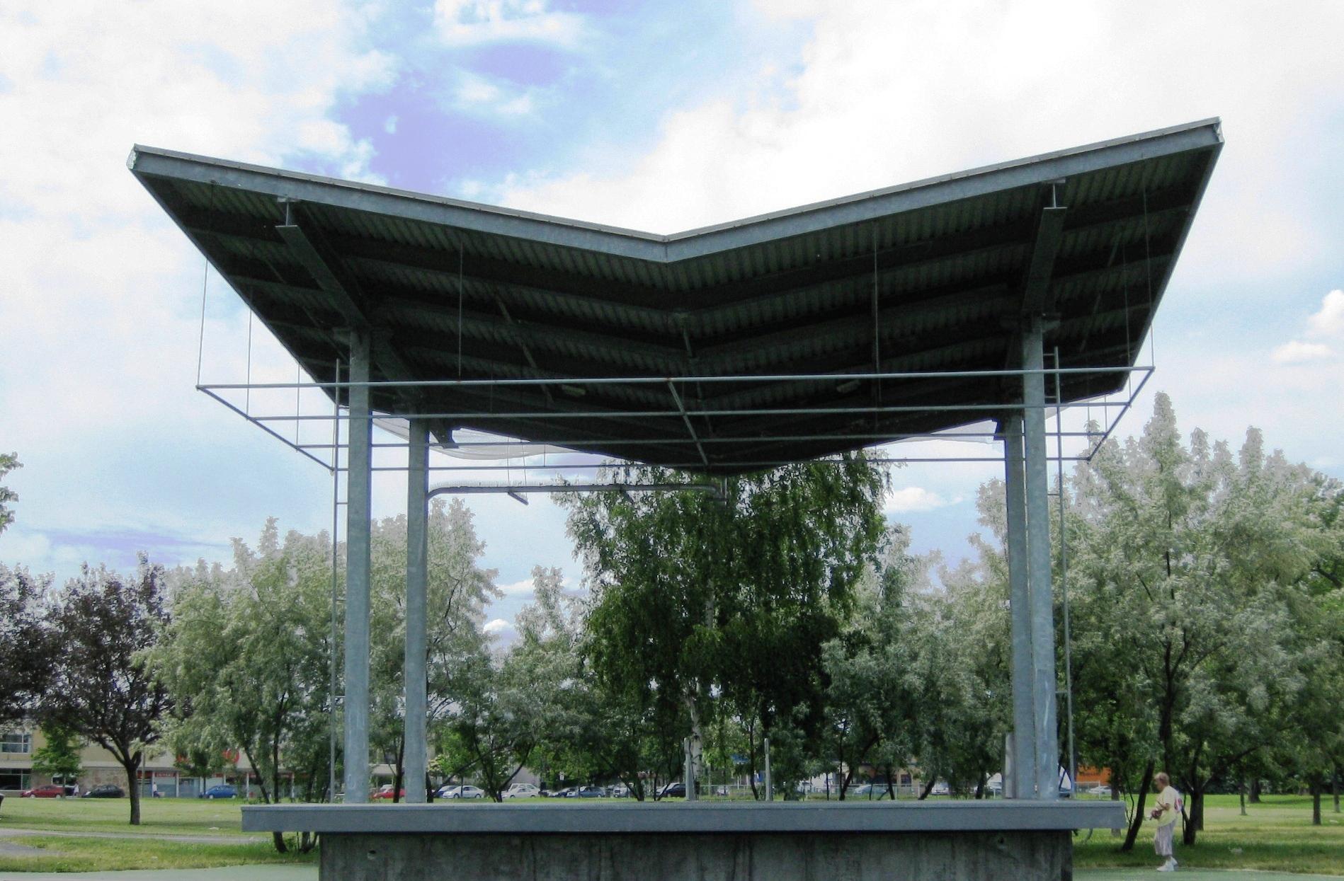Scène extérieure - Plusieurs activités vous sont proposées durant la saison estivale sur cette scène inaugurée en 2001.Pour avoir plus de détail sur notre programmation