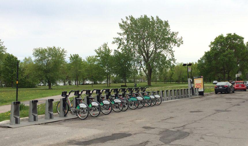- UNE NOUVELLE STATION DE BIXI POUR MERCIERUne nouvelle station de vélo s'ajoute à la lisière de notre merveilleux parc offrant ainsi l'accès aux usagés plus à l'Est!