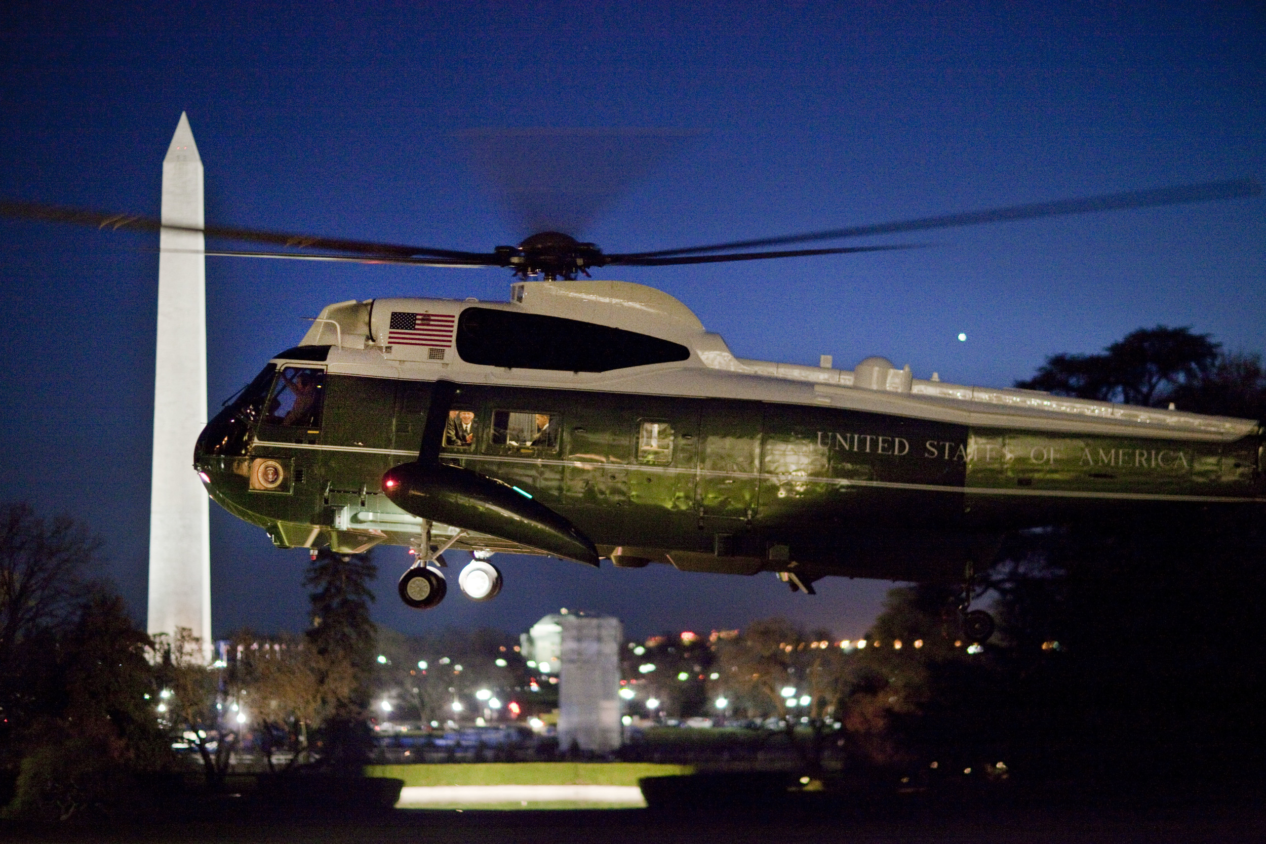 Marine One lift from the White House South Grounds