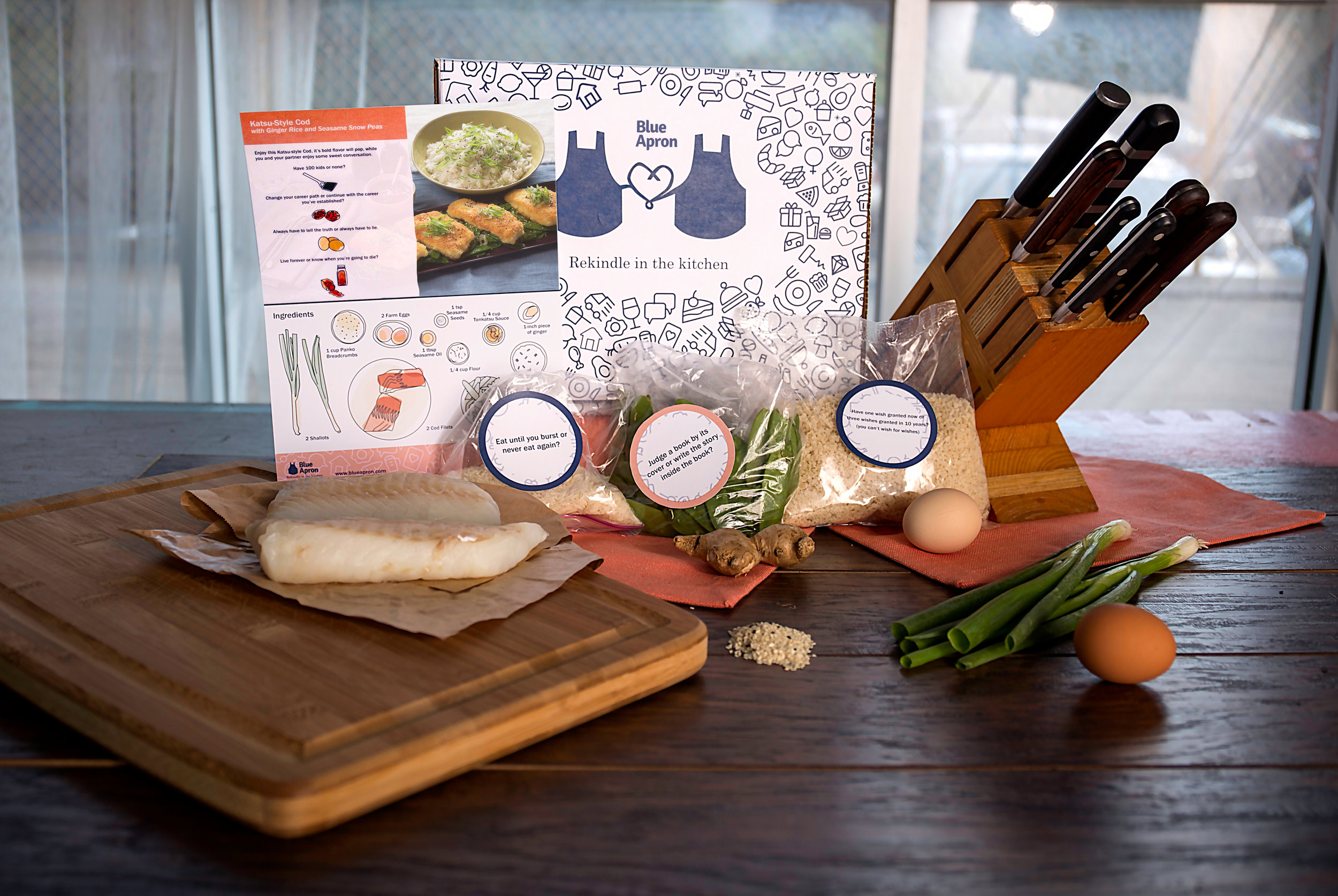 The box includes a recipe card and all the ingredients to prepare a romantic meal.