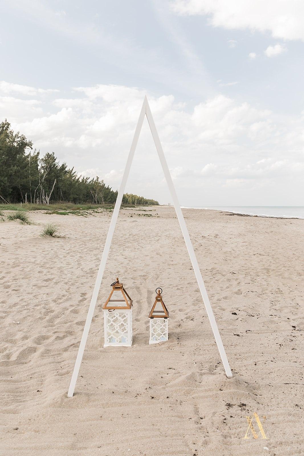 BeachHouseElopementAV0034.jpg