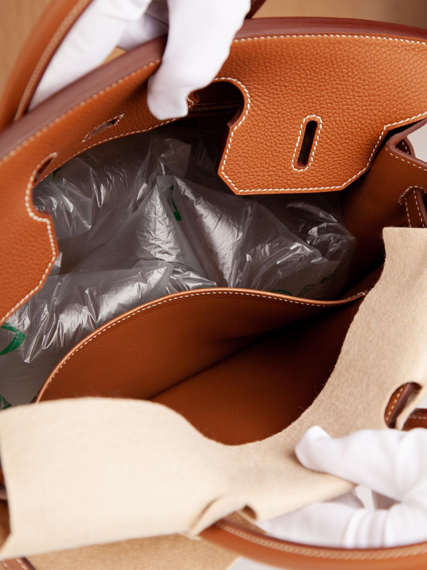 Tonal leather interior, dual pockets at interior walls.