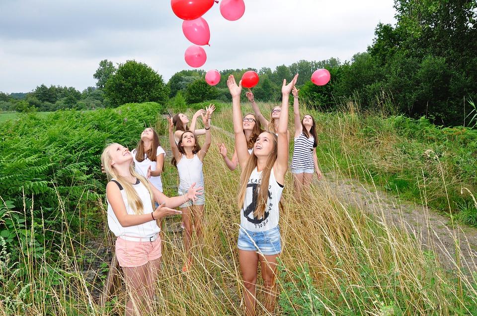 girls-1563093_960_720.jpg
