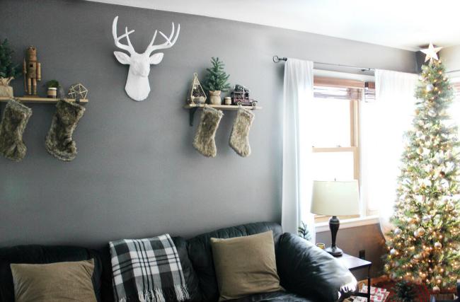 plaid blankets, faux taxidermy & a rustic Christmas tree