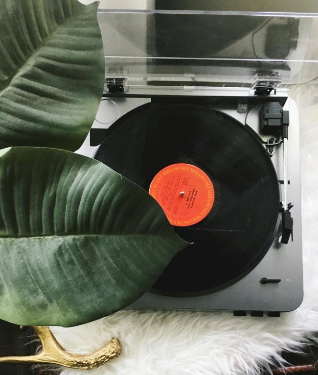 cozy hygge date night ideas / record night