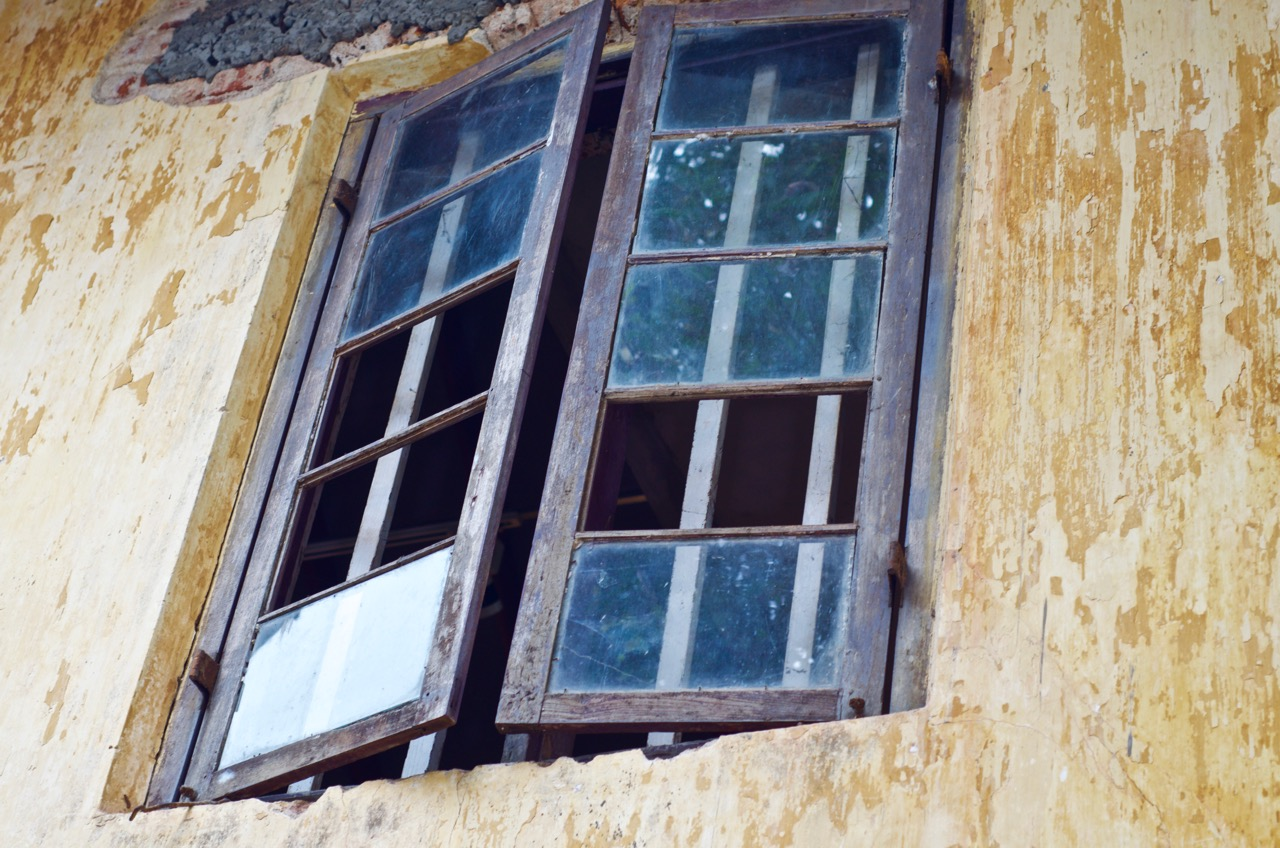 A window in an 18th-century building, Jew Town