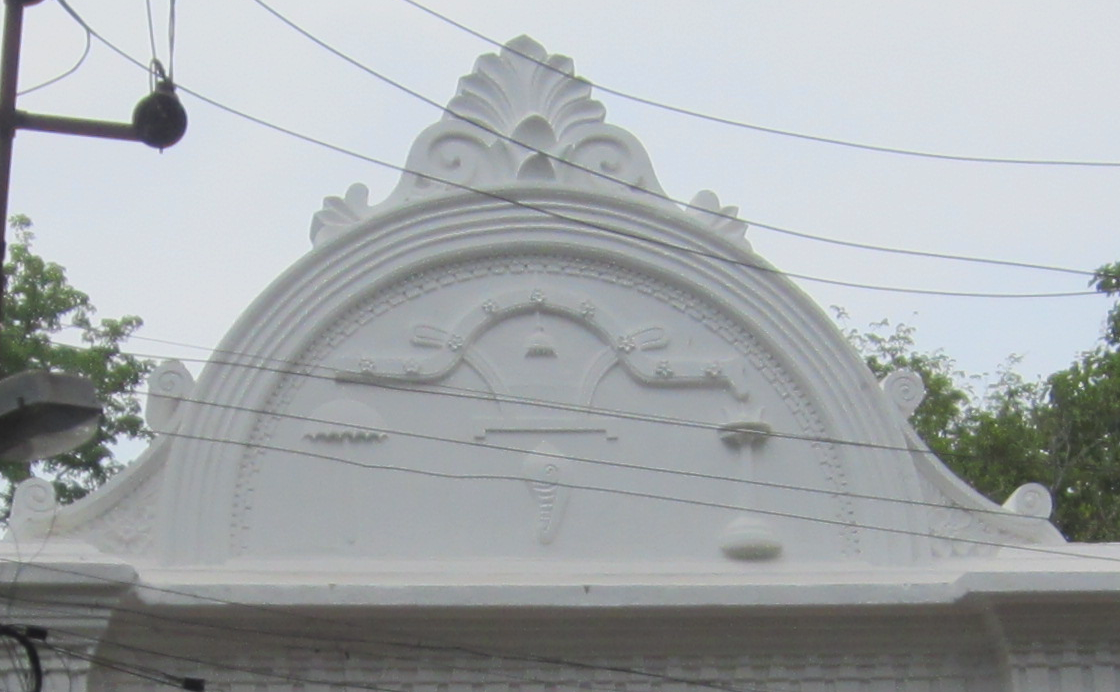 The Cochin banner imprinted on the entrance gateway to the rear of Shakthan Thampuran Palace, Thrissur. Source: Wikipedia Commons