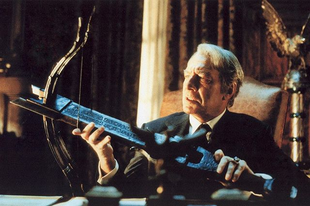 The great #Christopherplummer as #vanhelsing in #dracula2000 with our double sided #crossbow  #tbt #moviescenes #movieprop #filmprop #prop #bts #behindthescenes #walterklassen @walterklassenfx
