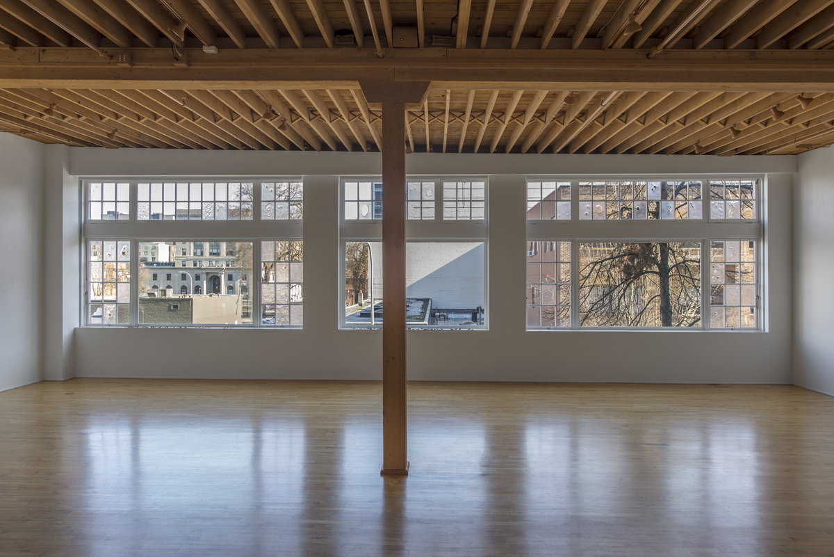 A puzzling light and moving. , 2019; Installation view, lumber room
