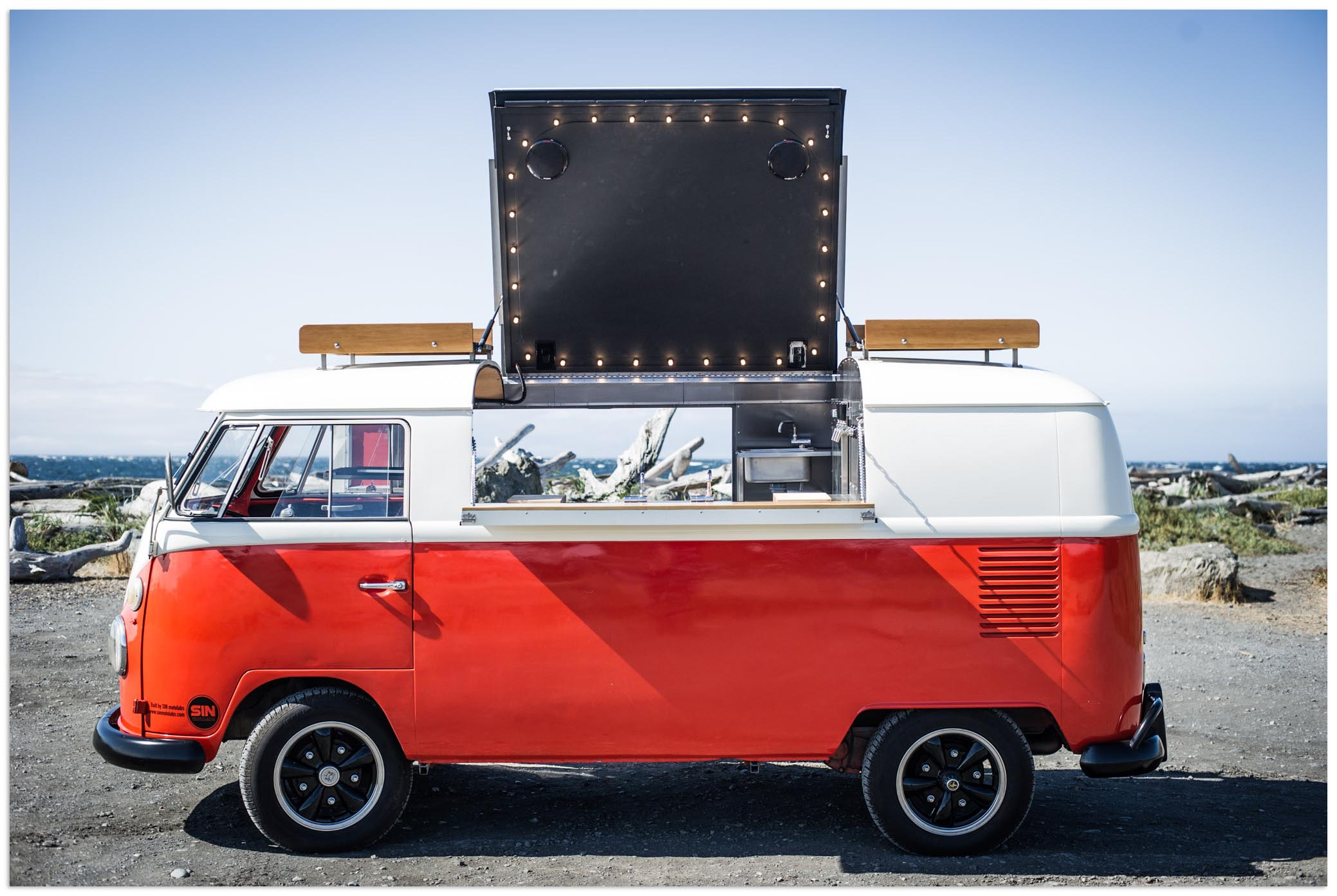Lady Victory mobile bar