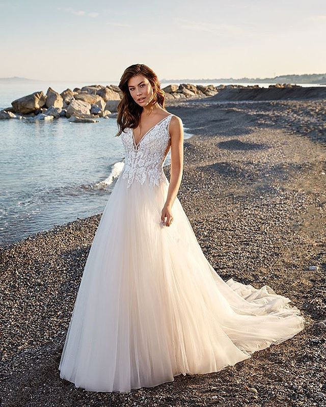 Just got this beauty in from @eddyk_bridal 😍😍😍