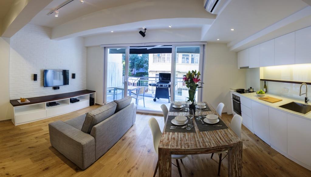 lounge 1 (1024x584).jpg