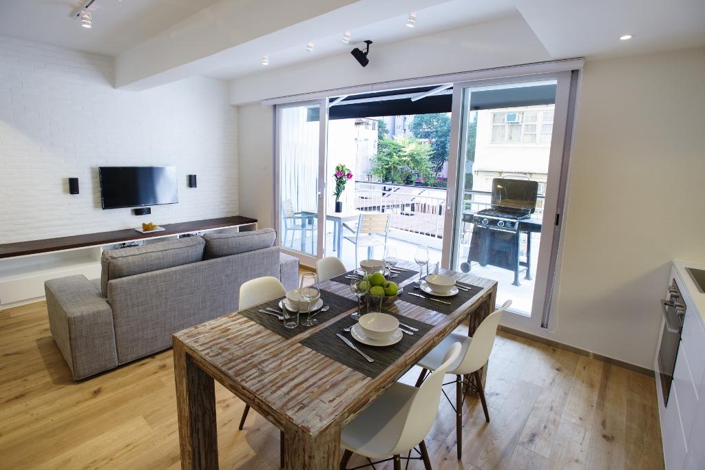 lounge 2 (1024x683).jpg