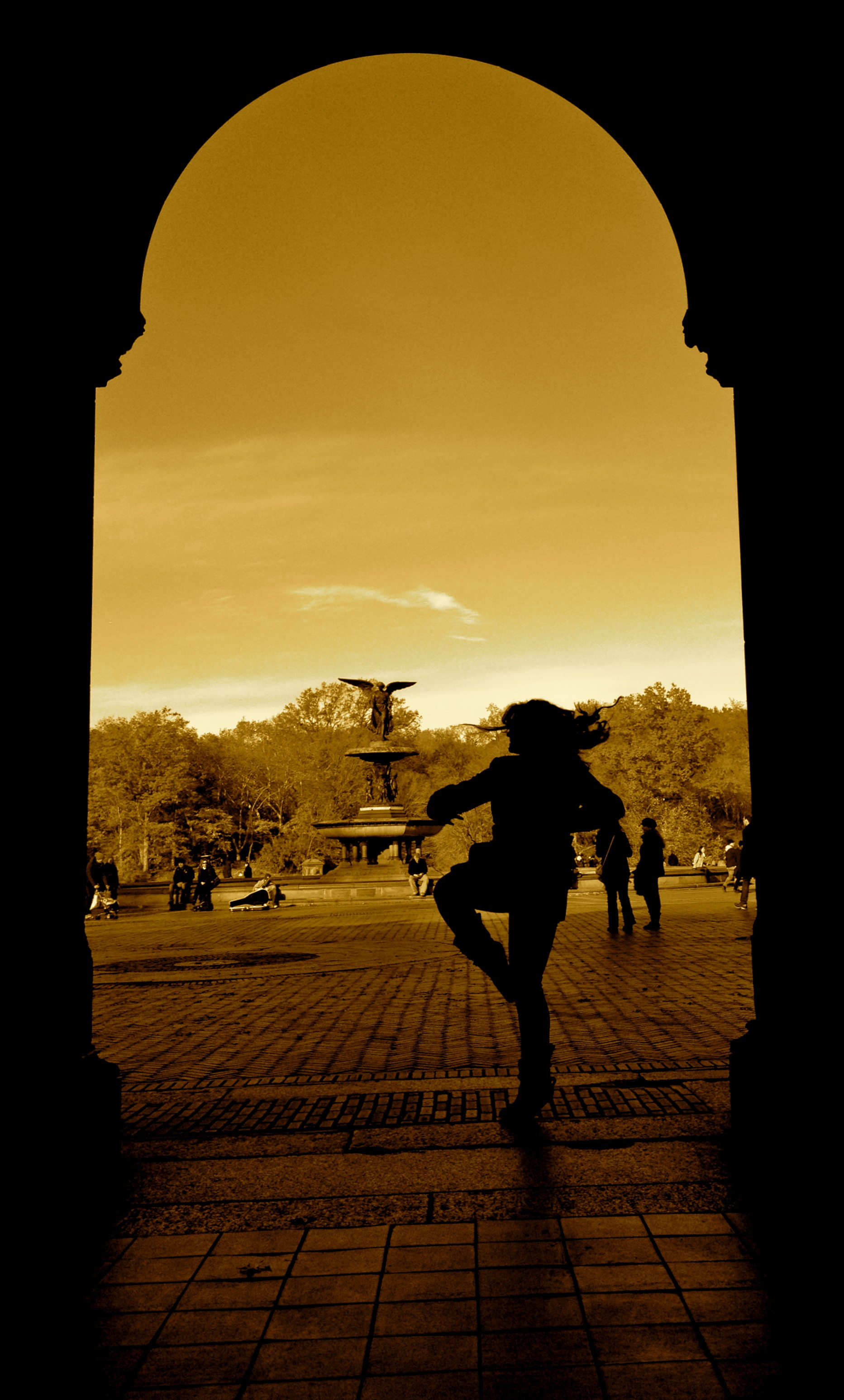 dancing girl2.jpg
