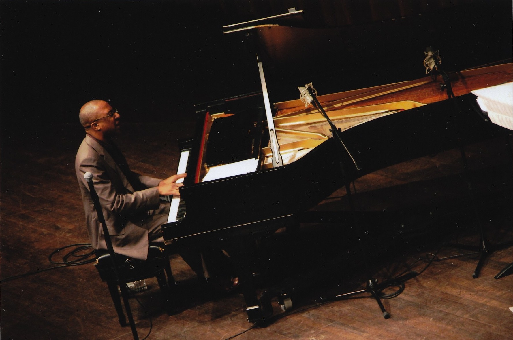 Xavier Davis playing at Calvin College