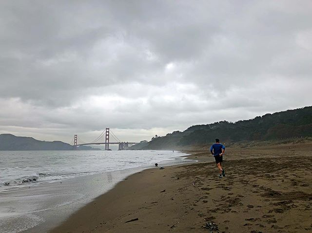 Solid SF trip in the books. Lots of work, dinners, and of course running. Now back to NYC... ☃️ #run #sf #sanfran #bakerbeach #triathlon #swimbikerun #ironmantri #running #instarunners #TeamEMJ #saucony
