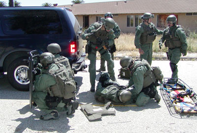 John Pi, M.D., at FBI SWAT Tactical Medical Training. Photos: Valerie Walke r