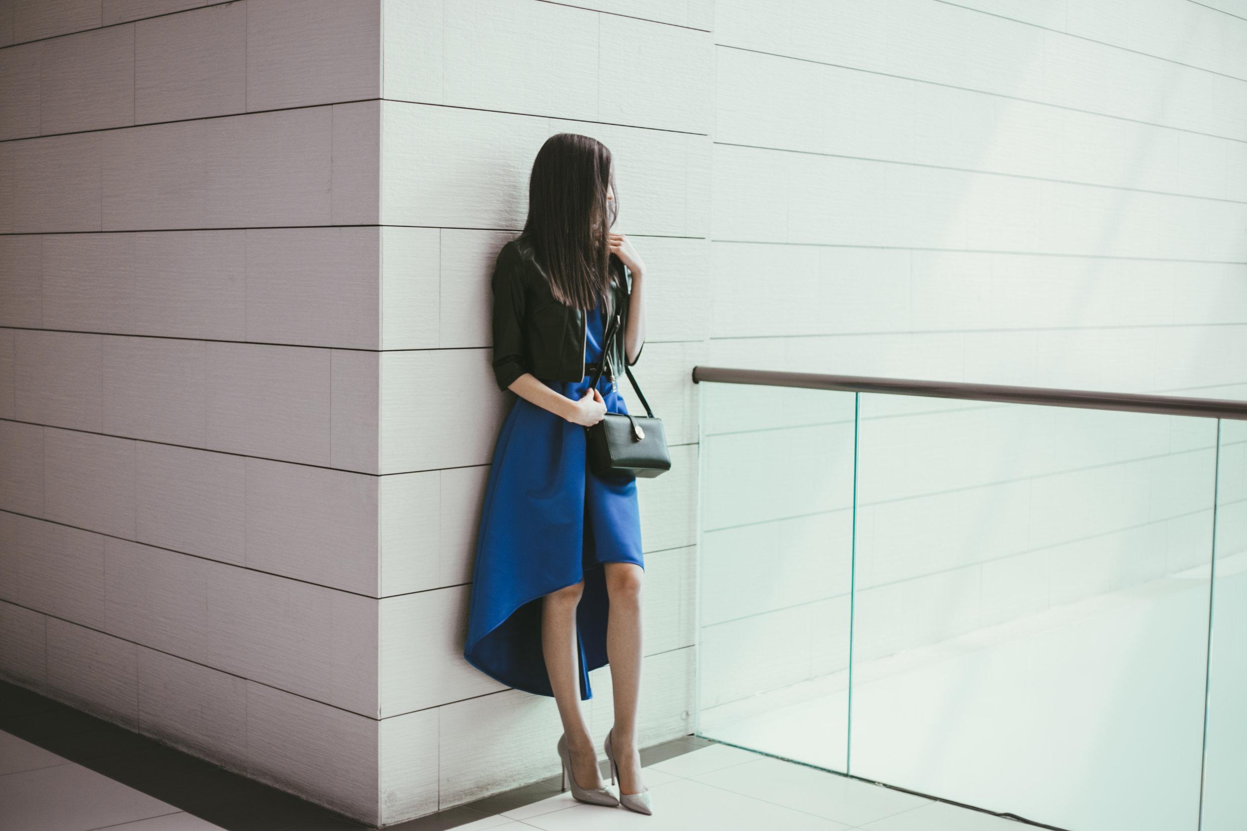 Фустан- Motivi, Јакна- Motivi, Чанта- Carpisa