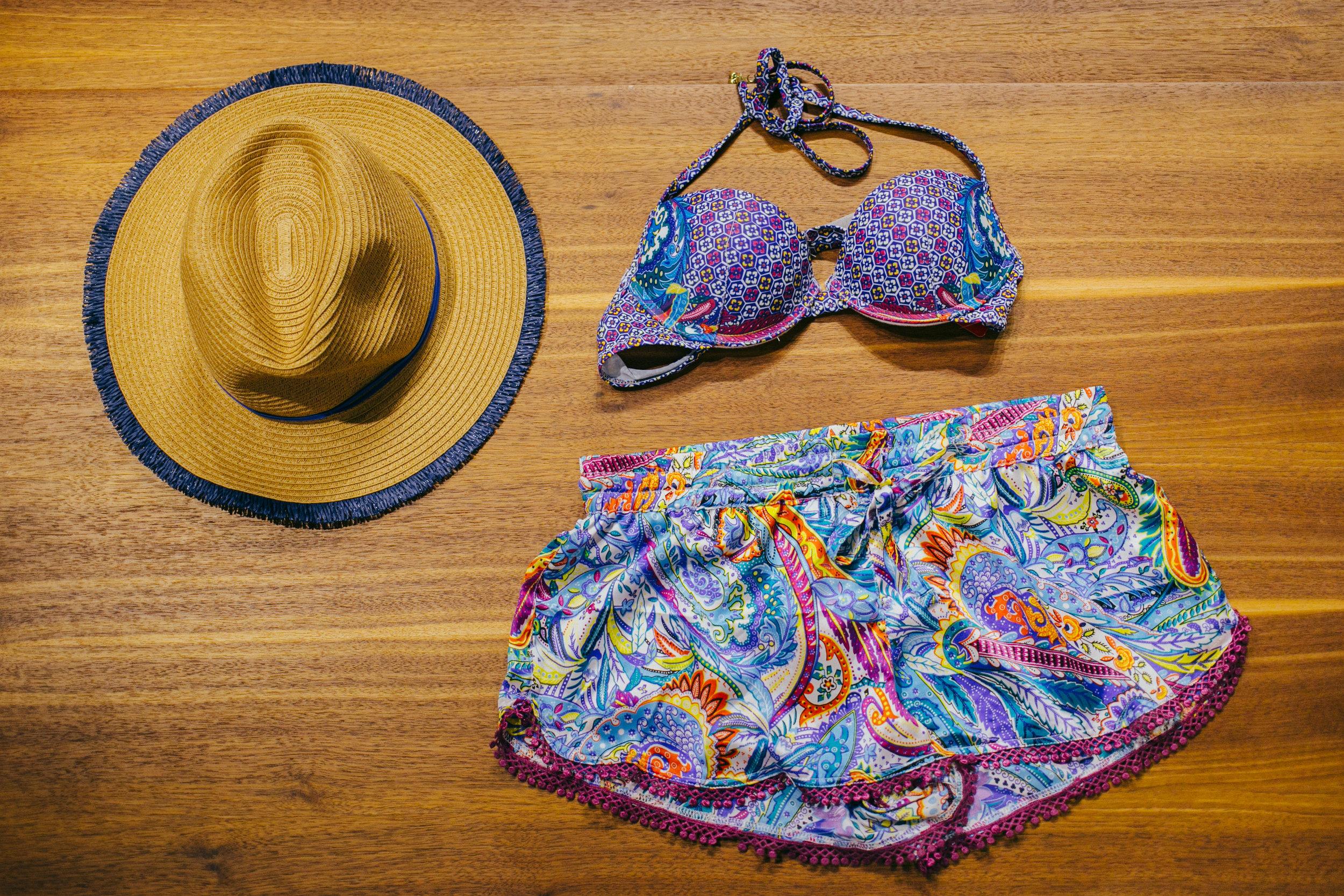 Yamamay- горен дел, шорцеви Carpisa- шешир
