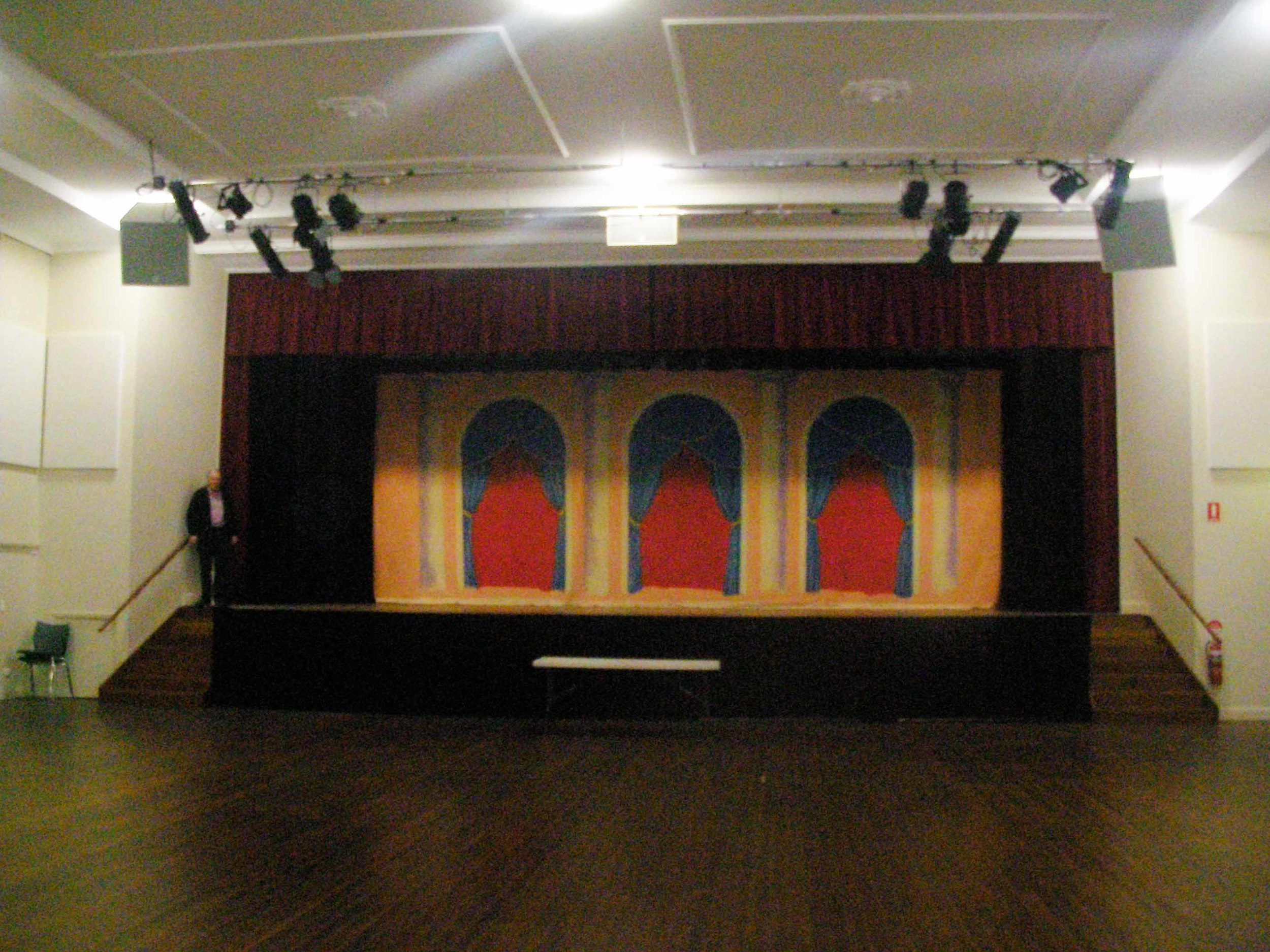 New-curtain-at-Maleny-Community-Centre-and-Phil-Simmons-ps-low-res.jpg