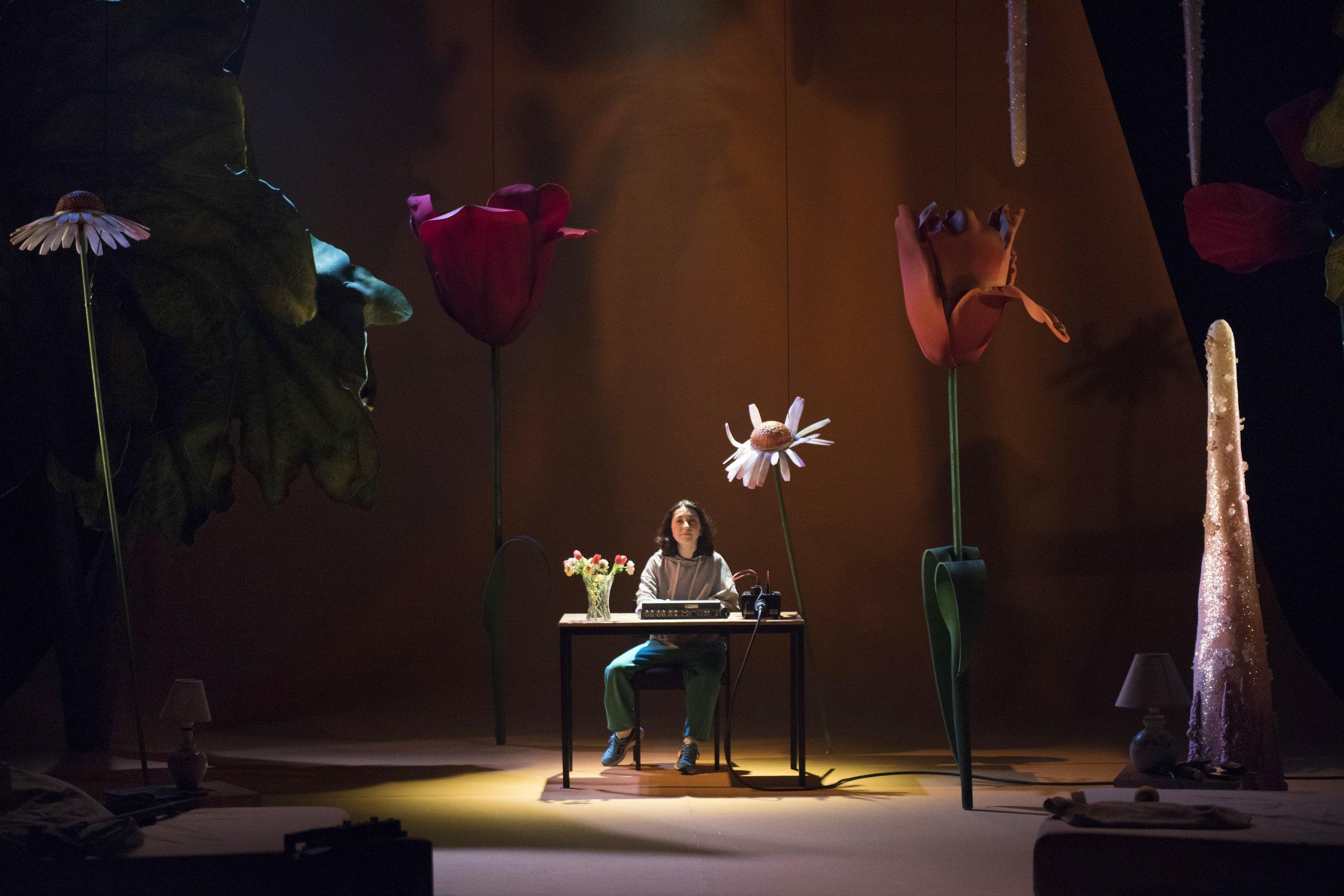Amalia Vitale as Sandy in Beginners at Unicorn Theatre. Photo credit as Hugo Glendinning.JPG