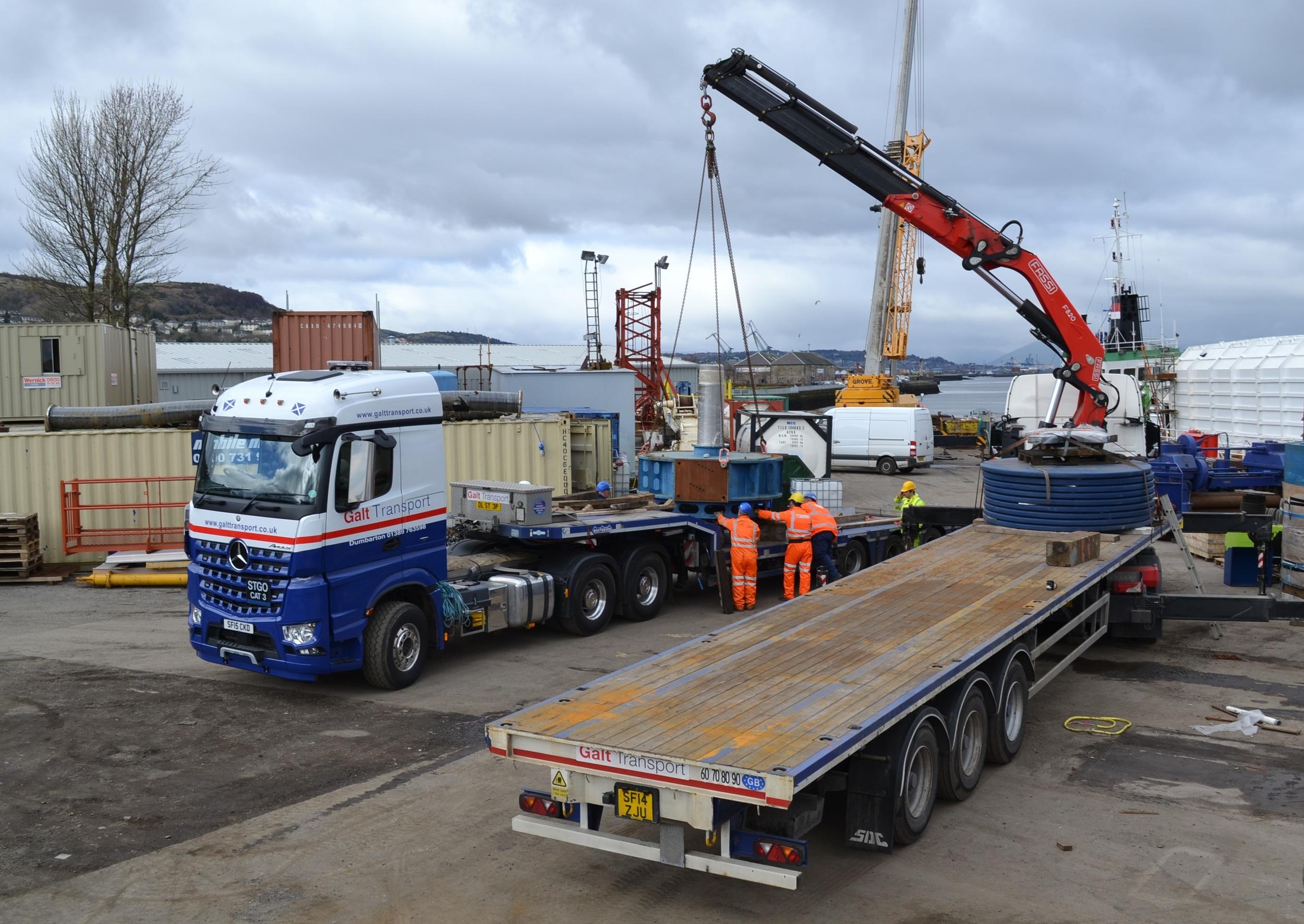 Hiab lifting of load in Glasgow