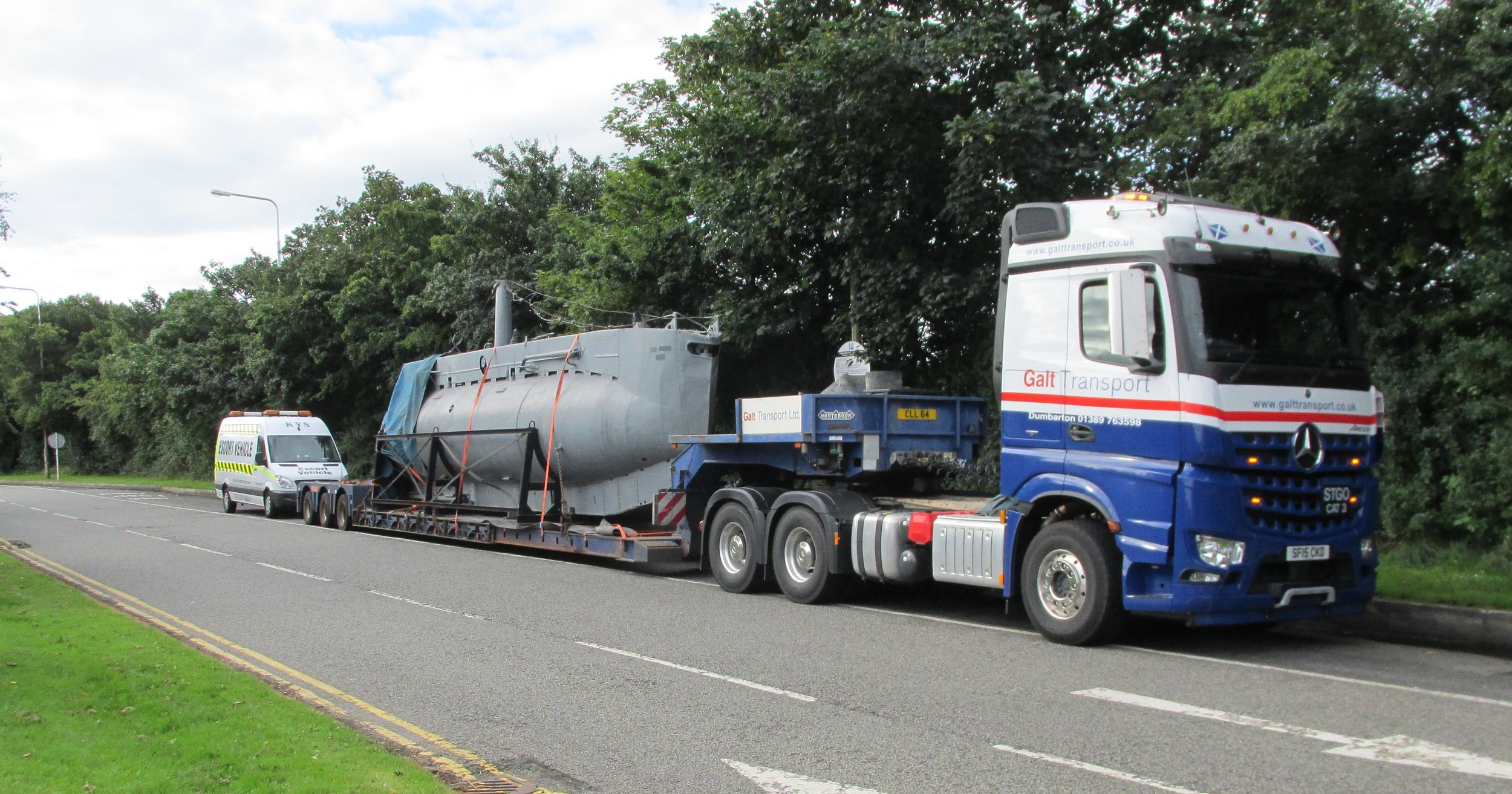 An abnormal load being escorted
