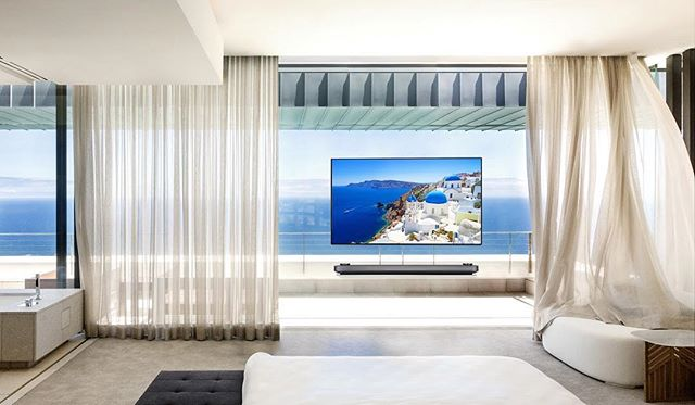 Come and see for yourself the beautiful balance of Santorini's white and blue with #LGOLEDTV  #WallpaperTV #LGSIGNATUREOLEDTVW #LGOLEDAITV
