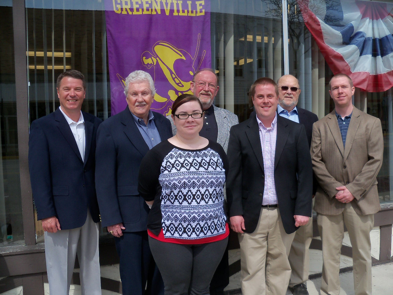 Kemp Insurance Sure is (from left to right): Alex Kemp, Chuck McDonald, Samantha Tett, Bill Kemp, Steve Kemp, Duane Chambers, and Charley Kemp