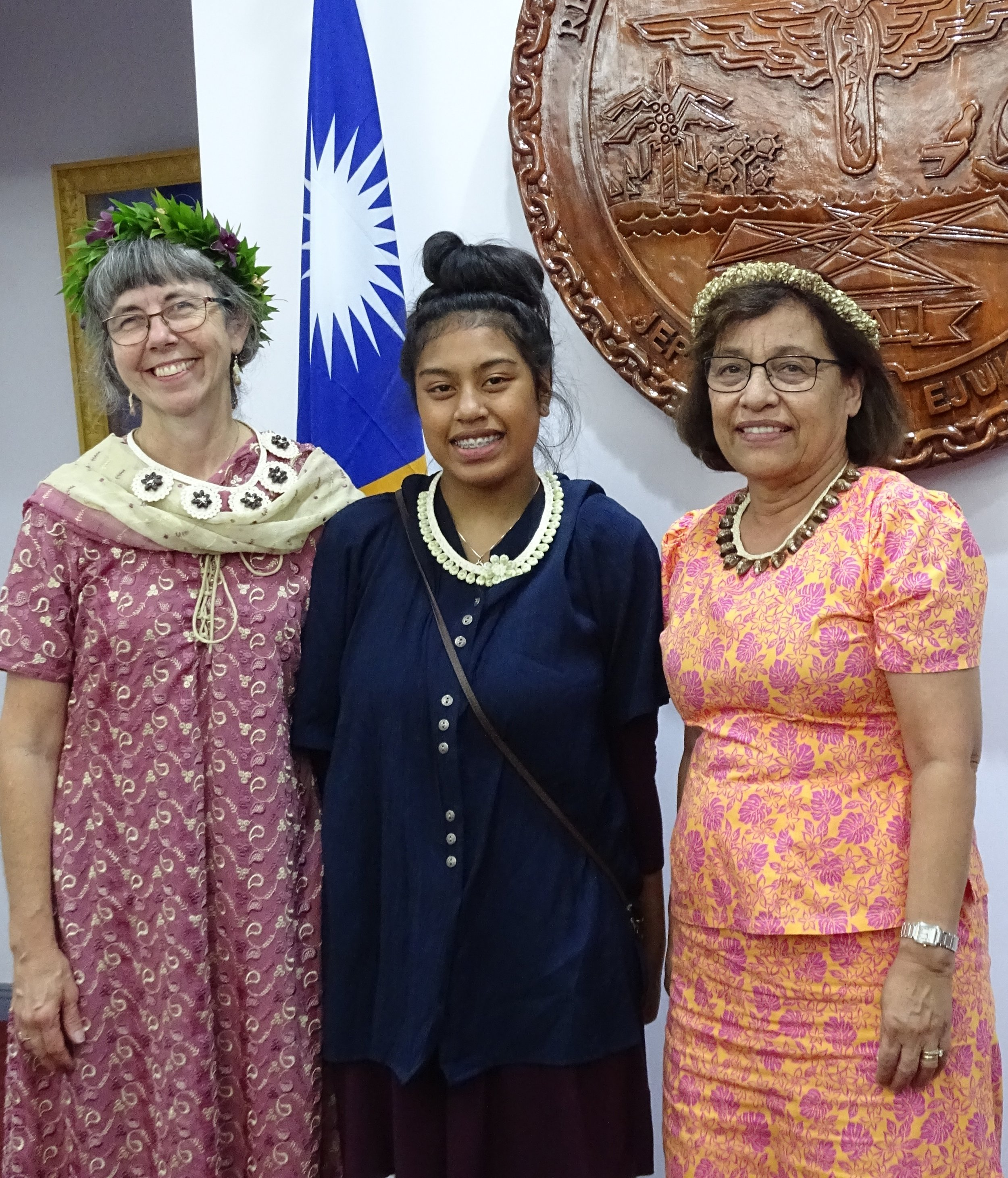 Miko's mom, Pam Vergun (left), and Miko (center) with the Marshallese President, Hilda Heine (right). Photo: Kelly Lorennij, Marshall Islands Journal
