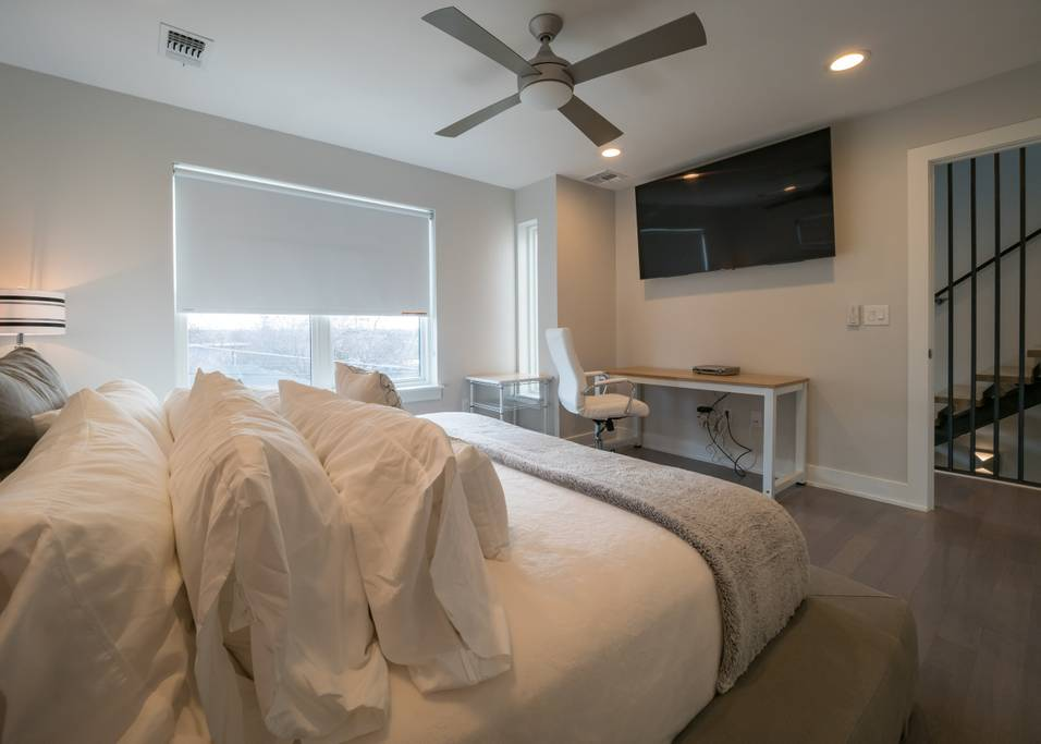 Room 4 - King + Master Bath + Desk
