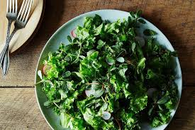https://food52.com/blog/11110-how-to-make-a-better-leafy-salad-without-a-recipe