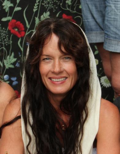 Exklusiv yogahelg 1-3 Mars, 19 med Malin Berghagen - Välkommen till en exklusiv yogahelg med Malin Berghagen.Vi är så glada och stolta att Malin kommer till oss på My Sangha, Marie har tidigare både åkt till Costa Rica och Tofta för att yoga med Malin. Och nu kommer hon till oss i Gävle! Passa på att unna dig en fantastiskt helg med Malin och ett gäng fantastiska deltagare.Här får du möjlighet att fylla på med en härlig yogaboost och stor inspirationinför våren.Detta blir nämligen en helg fylld med yoga, workshops, meditation ochinspiration tillsammans med en av Sveriges absolut största yogainspiratörer.Det blir mycket Malinyoga och inspiration.Förutom yoga och meditation blir det inspirerande workshops som fokuserar påövningar och samtal, som ger näring till kropp och själ.Vid vissa tillfällen blir det också tid för egen reflektion. Då kan vi ta enpromenad genom Bolougnerskogen.Länk till att anmäla och betala - Boka här.Ps. Skriv in om det finns några allergier.Under helgen kommer det att bjudas på frukost, lunch och lättare middag alltingveganskt.Tid:*Start Fredag 1 Mars, Kl. 16.30 för incheckning.*Avslut Söndag 3 Mars, Kl. 15.30 för hemfärd.Pris : 3500 Kr.Närmare schema kommer på mail framåt.Anmäl dig här.Anmälan är bindande och återbetalning görs ej, platsen kan överlåtas till annan.Behöver ni ett hotellrum, så har vi fått bättre pris på Hotel aveny i Gävle - det ligger nära Yoga studion.Ge koden yoga så får ni litet enkelt hotellrum för 500 kr/natt.Se mer här: http://hotelaveny.eu/Maila eller ring, info@hotelaveny.eu eller ring 026-615590 för att boka.Finns även rum att hyra i huset, plats för 2st. 2 * 120cm sängar.350kr/ person och natt. Vill man boka rummet själv 500kr/ person och natt.Maila mysanghashala@gmail.com