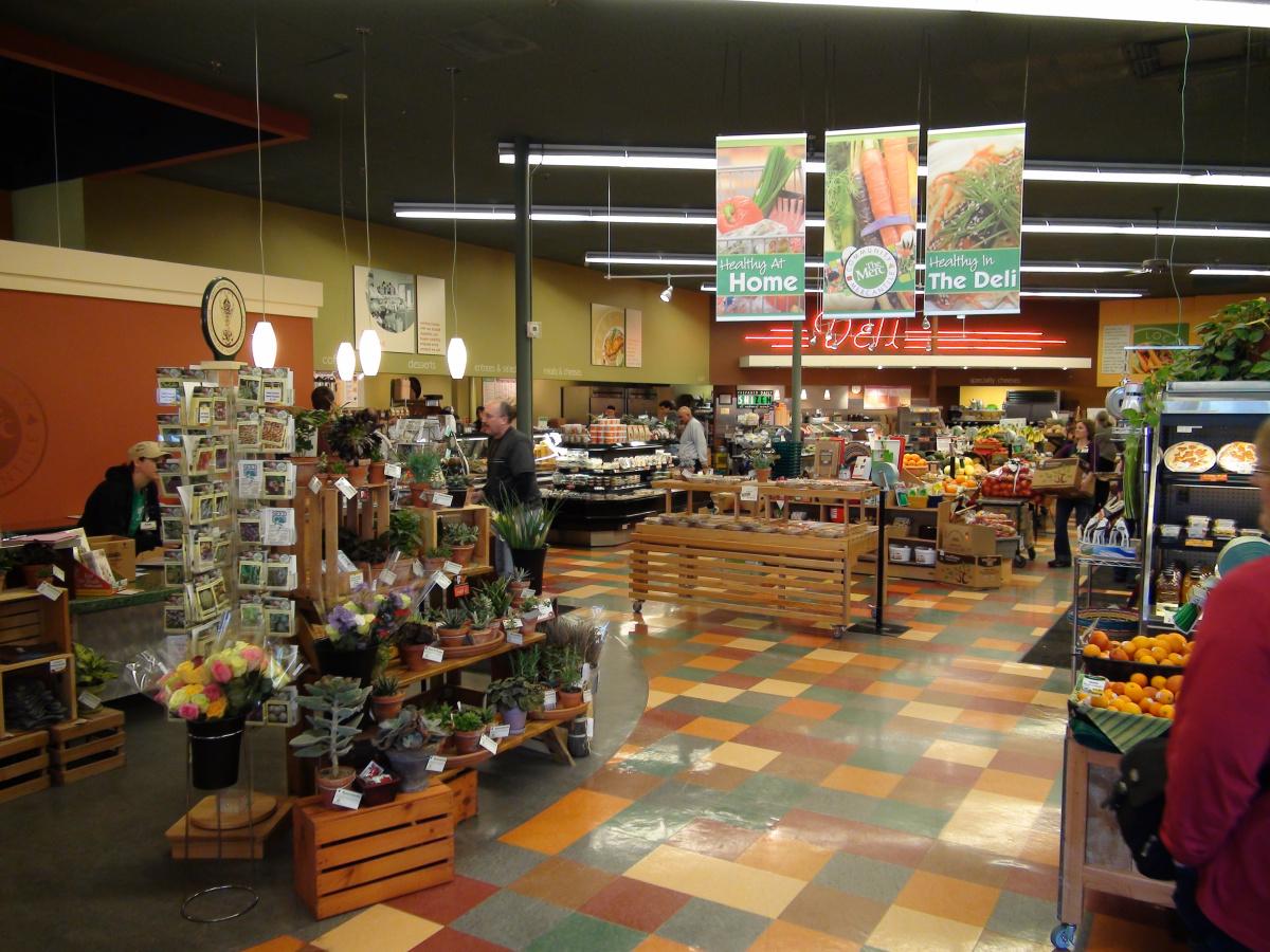 901 Iowa's deli and produce aisle in 2007.