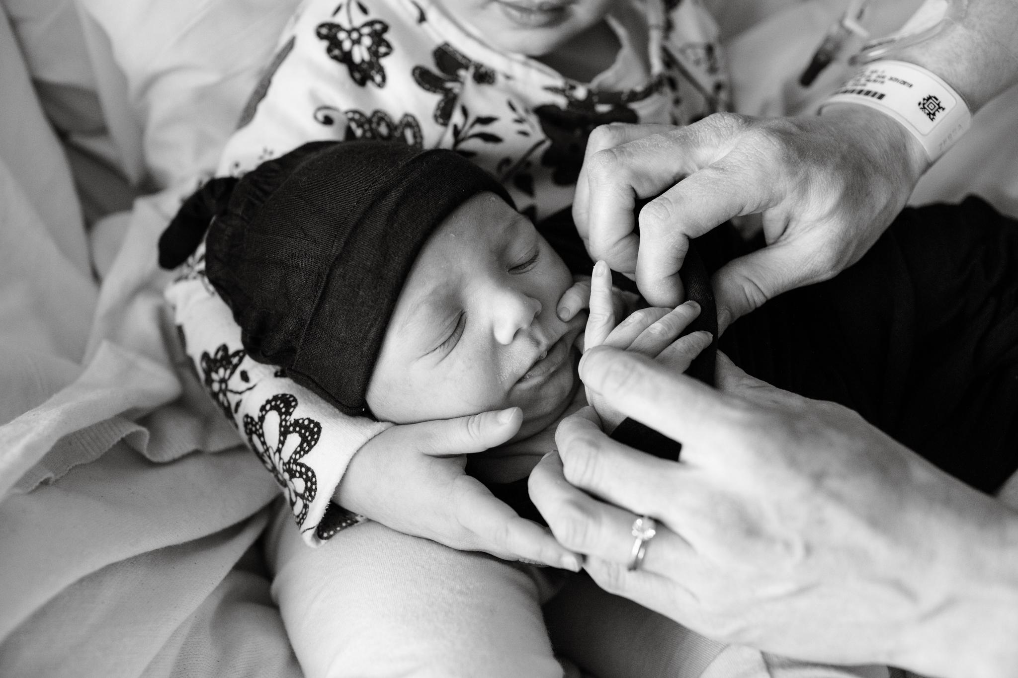 maine-newborn-fresh48-photographer -6.jpg
