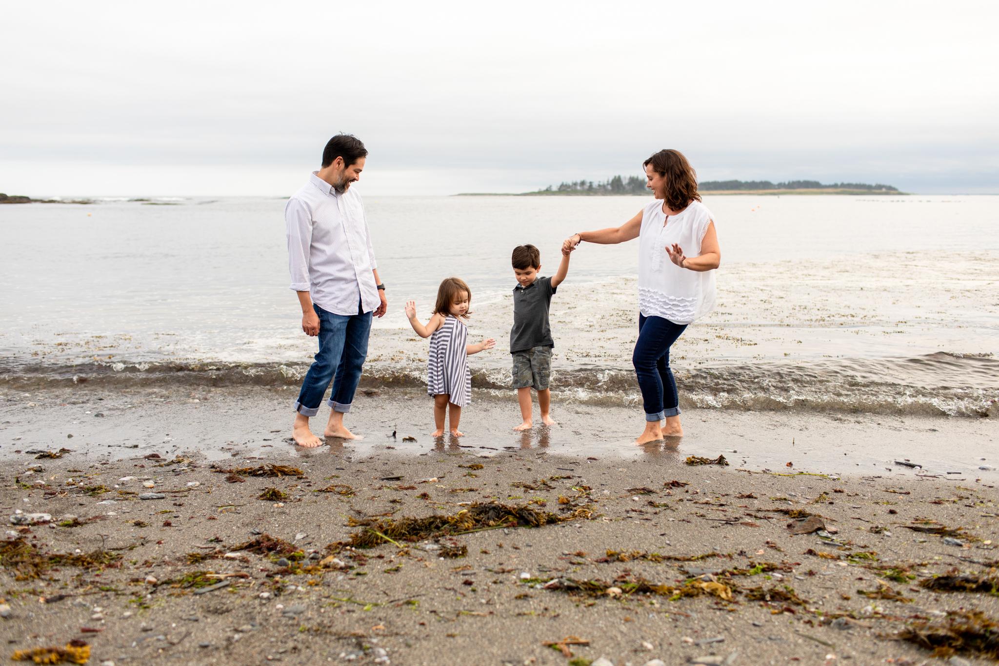 maine-family-photographer-beach-lifestyle -31.jpg