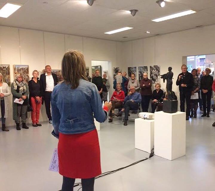 De opening, met o.a. de toelichting van haar project door Yanthe van Nek