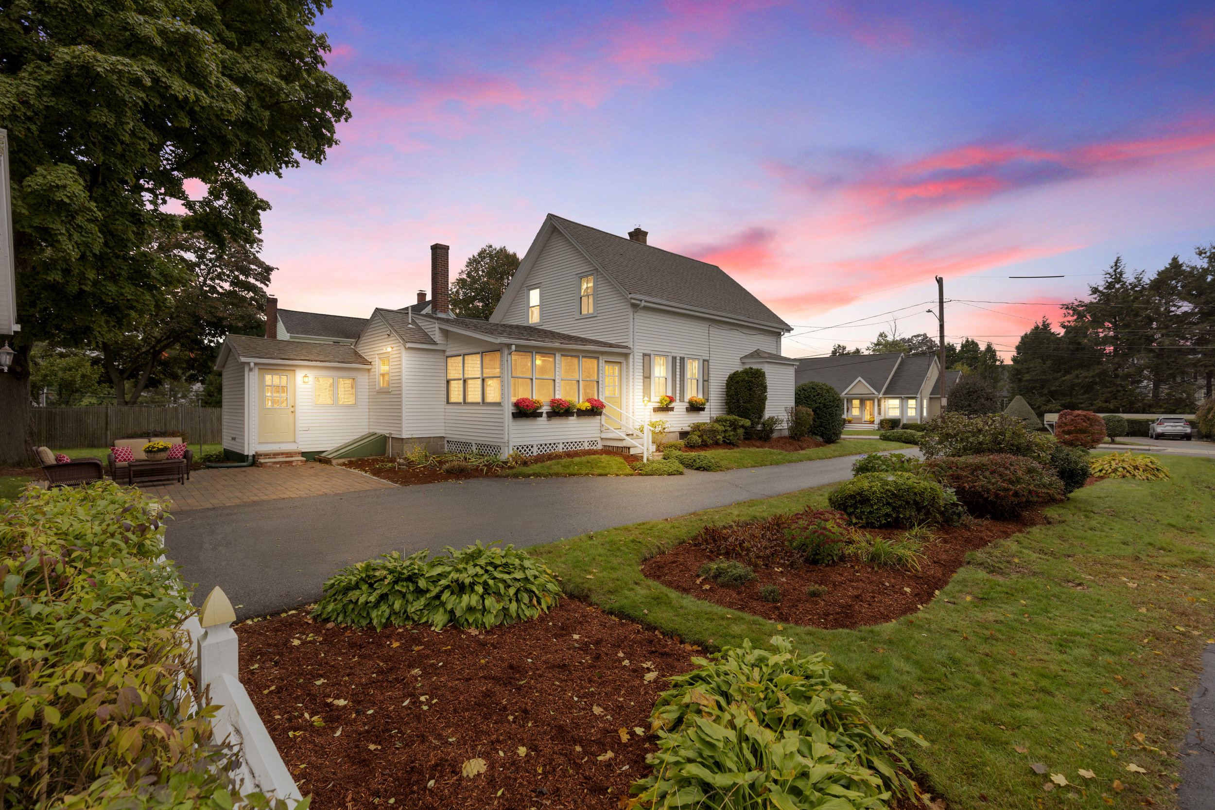 Dramatic Twilight Photos   Perfect for showcasing the beauty of a home with great landscaping, scenery, or exterior finishes, these photo sessions take place during civil twilight. Clients receive between 3 and 7 additional images from this special session.